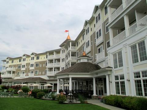 Watkins-Glen-Harbor-Hotel